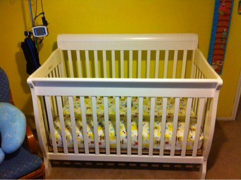 White Sleigh crib and mattress - $100 (Laplace)