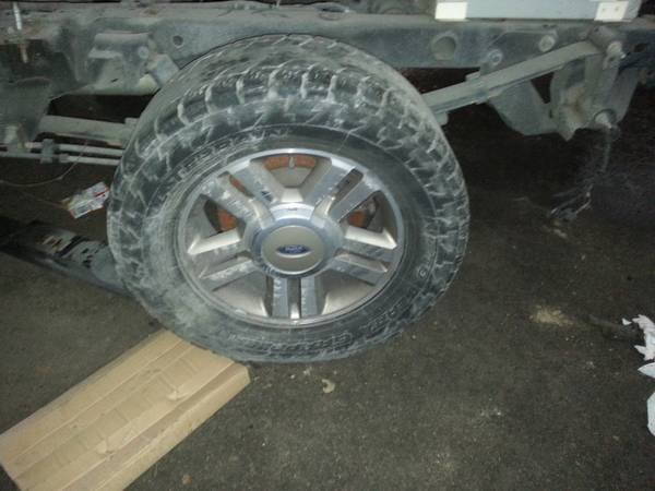 05 ford f150 rims 17s with tire size 265 70 r17 - $300 (obo kenner)