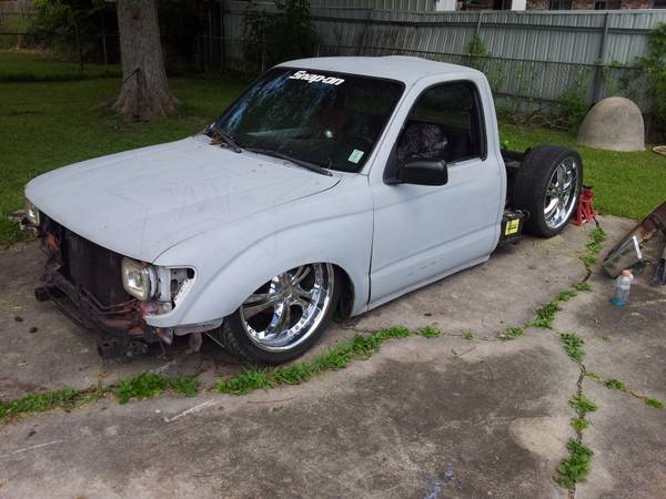Bagged and Bodied 95 Toyota Tacoma Trade or Sale (Westbank)