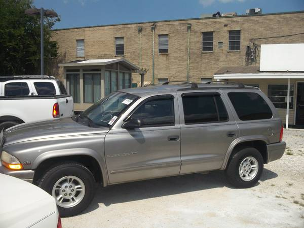 2000 Dodge Durango SLT With 3rd Row Seat - $3400 (4101 Airline Dr. Metairie)