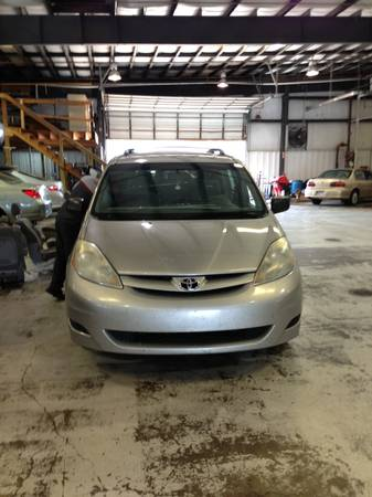2006 SIENNA WITH NEW ENGINE  - $5500 (NEW ORLEANS EAST)