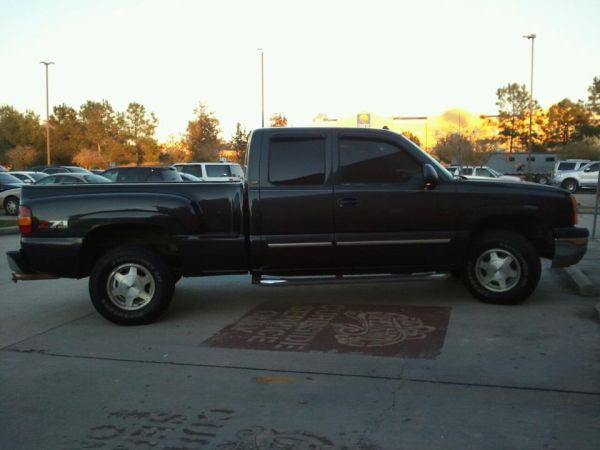 Very nice 2003 Chevy Sliverado Stepside 4x4 - $11500 (Carriere, Ms)