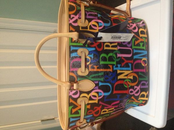 New with tags-Dooney Bourke large signature tote handbag - $170 (Slidell)