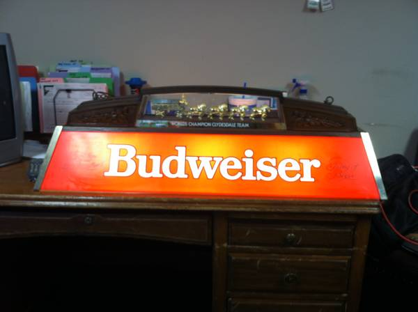 budweiser clydesdale Pool Table Light - $200 (Harvey)