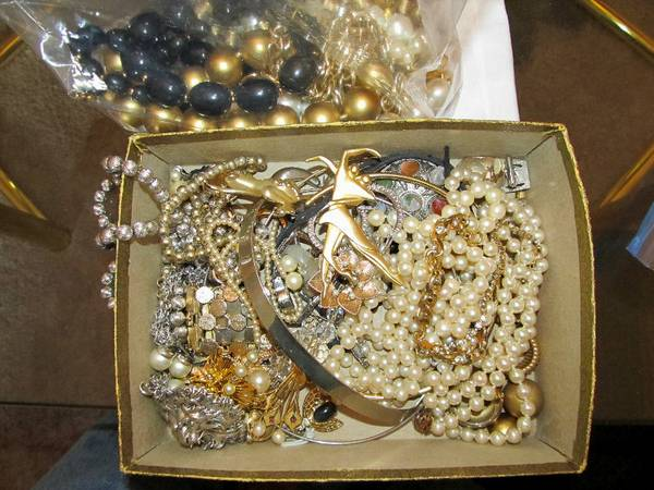 ESTATE Costume Jewelry - $1 (Old Metairie, LA)