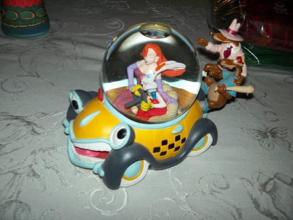 roger rabbit snow globe - $75 (kenner)