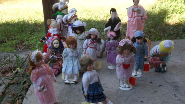 A bunch of porcelain dolls - $100 (Hammond, Louisiana)