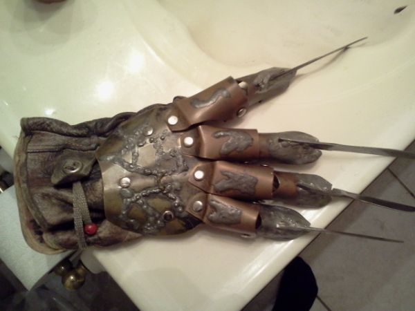 REAL FREDDY KRUEGER GLOVE, A NIGHTMARE ON ELM STREET REPLICA - $200 (Metairie)