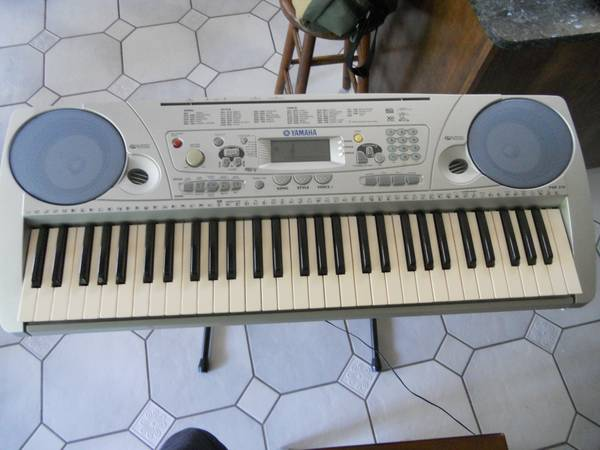 Yamaha PSR-275 Piano Keyboard WITH stand - $100 (Slidelllocal pick up only.)