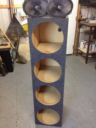 Sub box for 4 12s in a pair of Memphis 6x9s - $80 (Metairie)