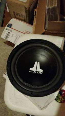 jl audio w3 v2 10 sub with a free sealed box - x0024100 (mandeville)