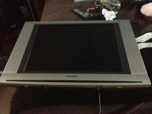 19 inch flatscreen with built-in dvd player - $50 (Gentilly)
