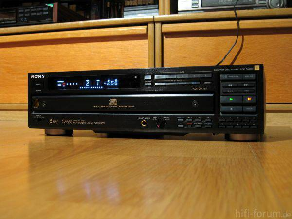 SONY 5-DISC CD PLAYER - $75 (BROADMOOR)