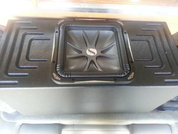 must sell,kicker L7 square, ported box, JL audio,  and memphis - $550 (kenner)