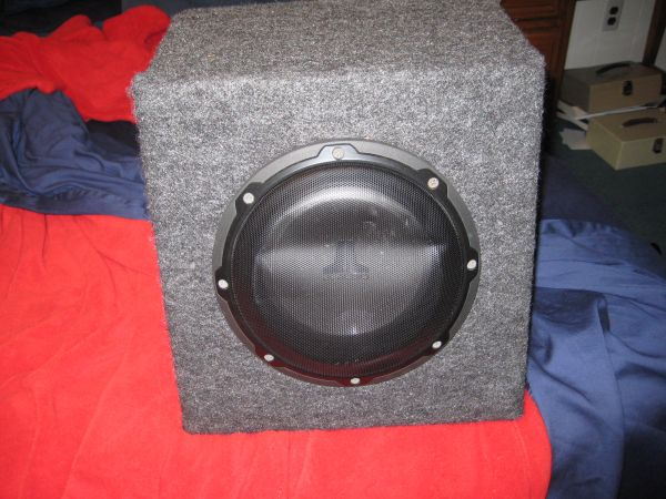 JL audio 8 w1v2 subwoofer w box - $50 (metairie)