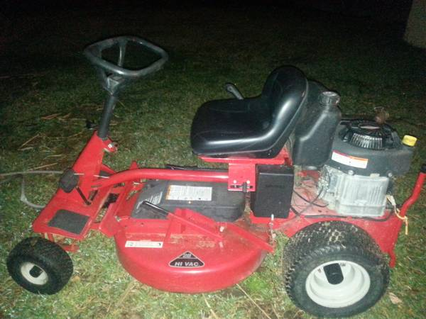28 Snapper Riding Mower - $650 (Metairie)