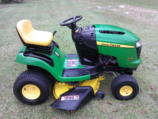 John Deere riding lawn mower - $800 (HAMMOND LA )