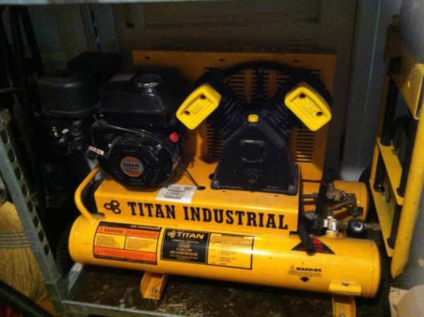 Titan industrial air compressor - $700 (Metairie )