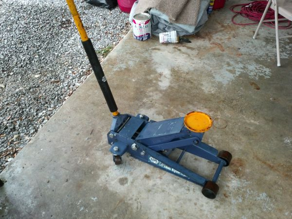 3 12 TON NAPA FLOOR JACK STILL UNDER WARRANTY - $140 (METAIRIE)