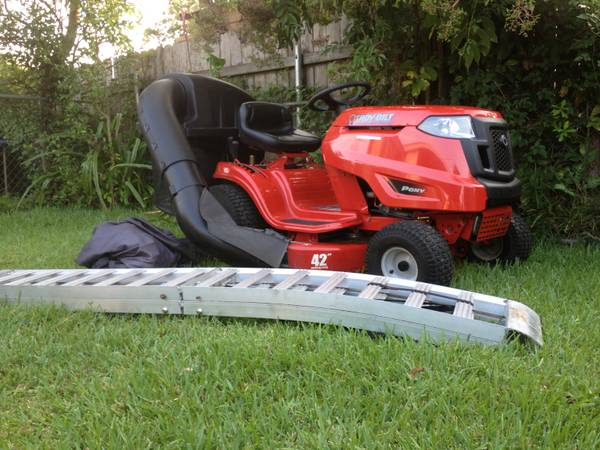 Troy-Bilt pony Riding Lawn Mower 42 - $800 (METAIRIE)