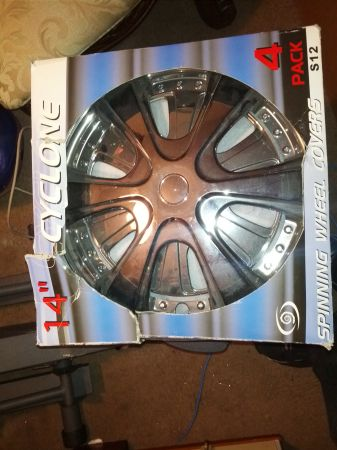 14 Spinning Hubcaps - $20 (Westbank La.)