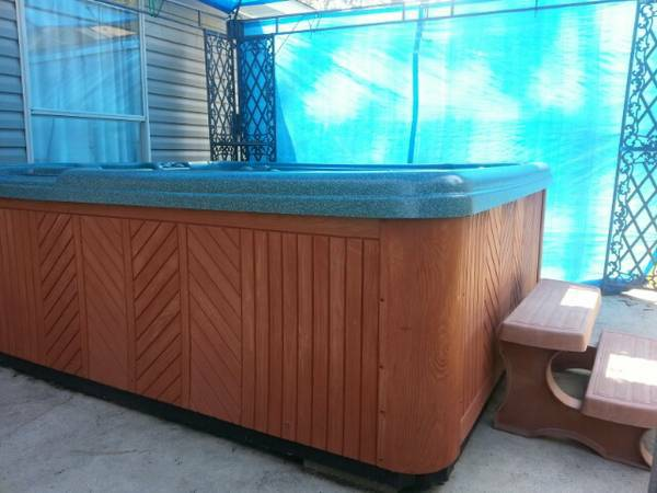 2004 LEISURE BAY HOT 6-8 PERSON SPA - $2000 (SLIDELL)