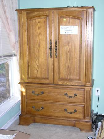 Bedroom TV Armoire - $100 (Lacombe, La)