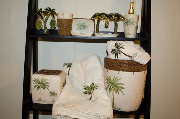 Palm Tree Bathroom Set Black and Silver Bathroom Set - $30 (River Ridge)
