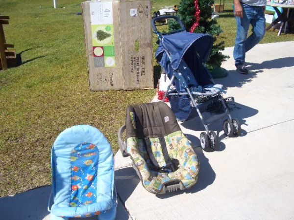 sturdy Christmas tree stand Babykids items (West Bank)