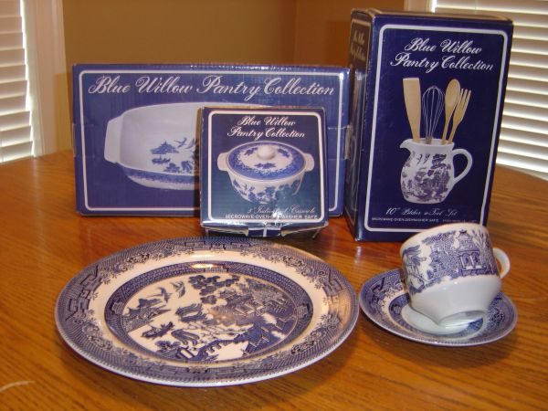Blue Willow Pantry Collectibles (Hammond)