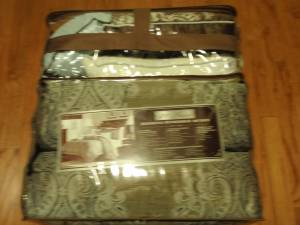 20 pc 12 pc Comforter sets 13pc10pc pot sets - $1 (Slidell)