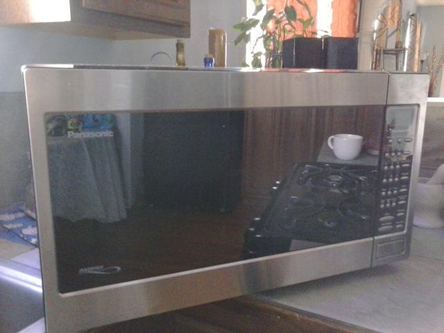 75  REDUCED Stainless Steel Panasonic Microwave 2 2 Cu  Ft   1520 Watt--was  120 now  75