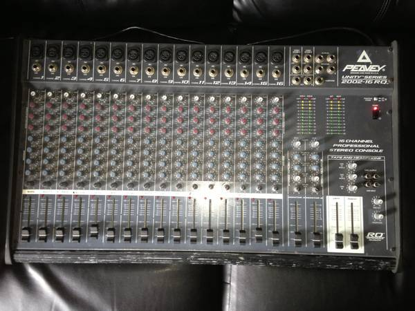 PEAVEY 16 ch Pro Mixer - $200 (Lakeview)