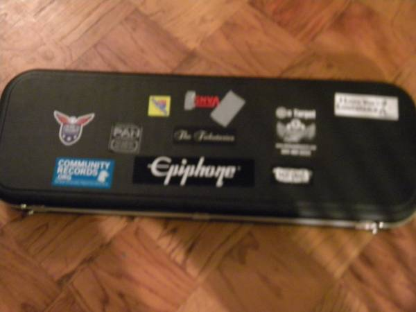 Road Runner Hard Guitar Case - $50 (Harahan)