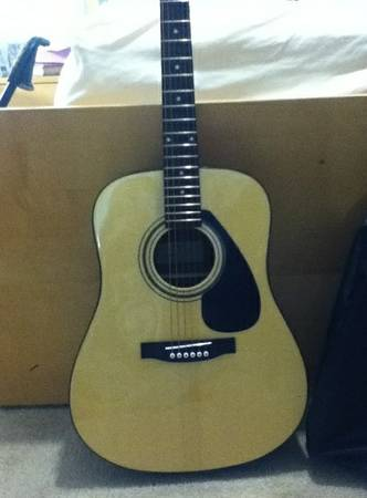 FD01S ACOUSTIC YAMAHA GUITAR FOR SALE - $200