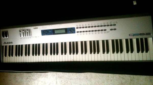 Alesis qs8.2 88key Pianosynth - $350 (French quarter)