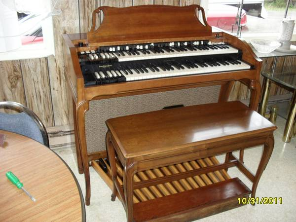 A-100,A-102 Hammond Organ Like New with Speaker Delivery Included - $1895 (Yorkshire, New York)