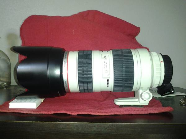 Canon 70-200mm zoom lens  L Series  -   x0024 1200