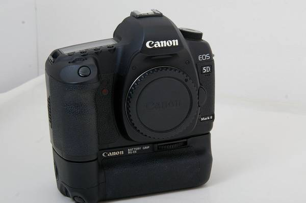 Canon EOS 5D Mark II 21 1 MP Digital SLR Camera - Body only   Canon BG -   x0024 1500  Metairie