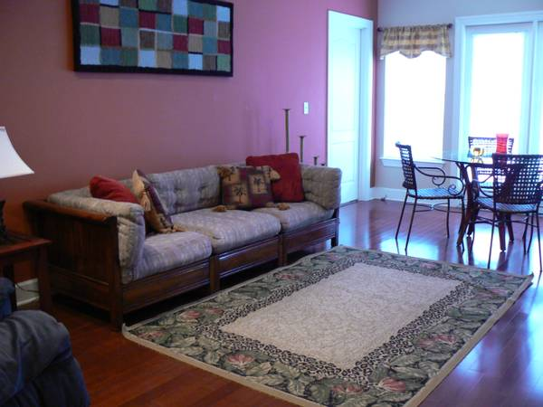 - $475 4 Bedroom Condo freshly Painted New carpet coming (Riverside  Crossing Place)