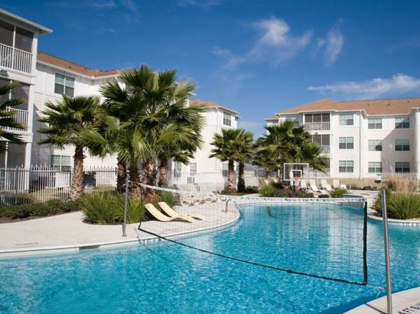 - $490 4br - - $490 4br - Lease Take Over ASAP (San Marcos ) (Cabana Beach Apartments)