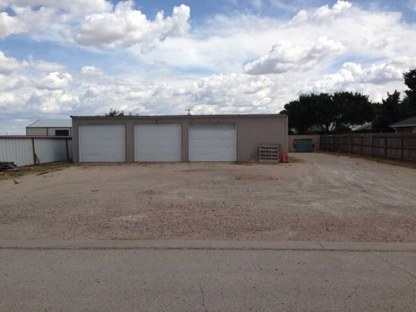 3 BAY storage GARAGE  Near HWY 277 South