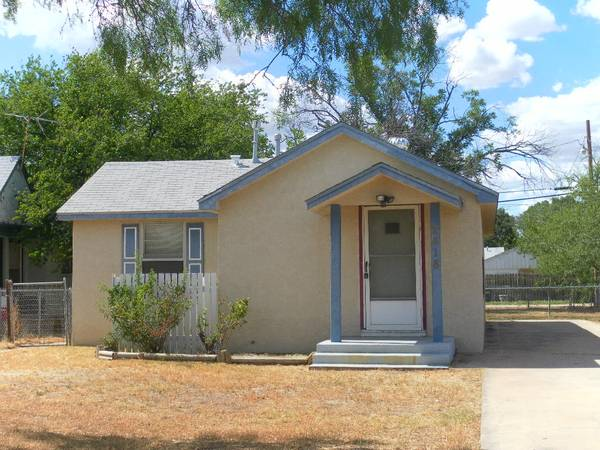 - $55000 2br - 840ftsup2 - 2BR1BA, CACH, Possible Owner Finance (2418 Dallas St. )