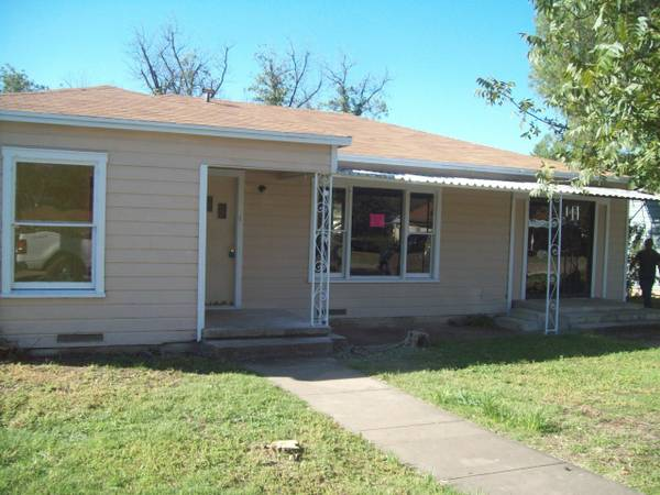 - $40 3br - 1200ftsup2 - Owner Finance Opportunity--Ballinger (506 Sharp)