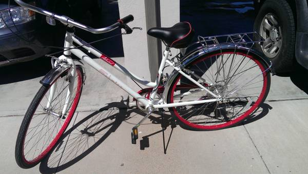 female hybrid bike schwinn new - $100 (Goodfellow)