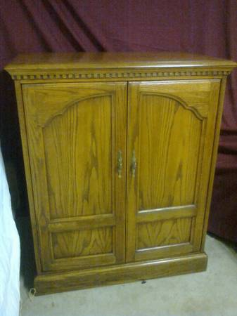 SOLID OAK TV ARMOIRE (TEAGUE, TX)