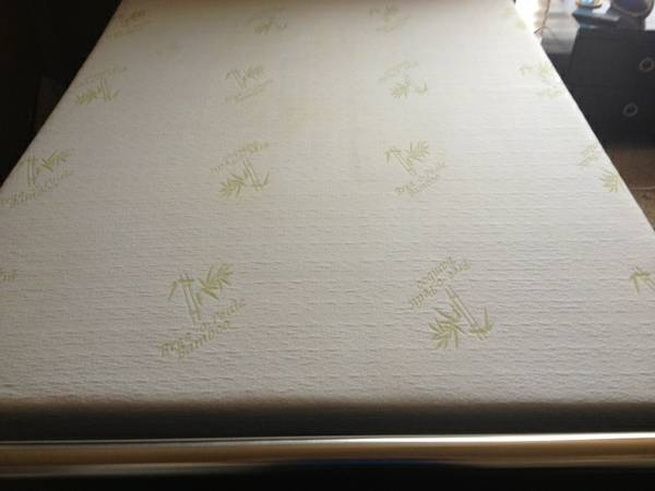 10 Bree O Pedic Queen mattress Box springs - $500 (San Angelo )