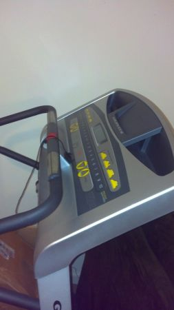 Brand New Fully Loaded Golds Gym Treadmill - $450 (San Angelo)