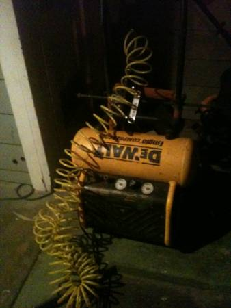 Dewalt 7 5 gallon 2 stage air compressor -   x0024 300  San angelo