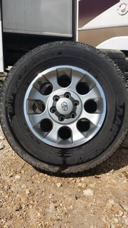 Tires for sale  600 or B O   -   x0024 600  mertzon tx